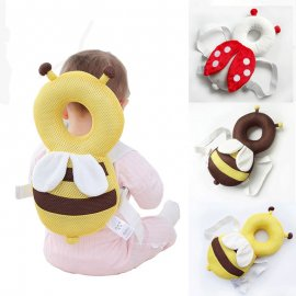 Baby bag with plush to protect the back and head of active babies in case of back falls