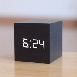 Wooden LED Clock / Voice Control / Wood / USB Cable, (4 x AAA)
